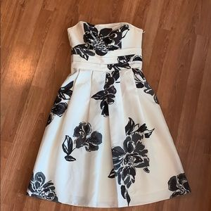 Ann Taylor | White w/Black Floral Print Silk Dress